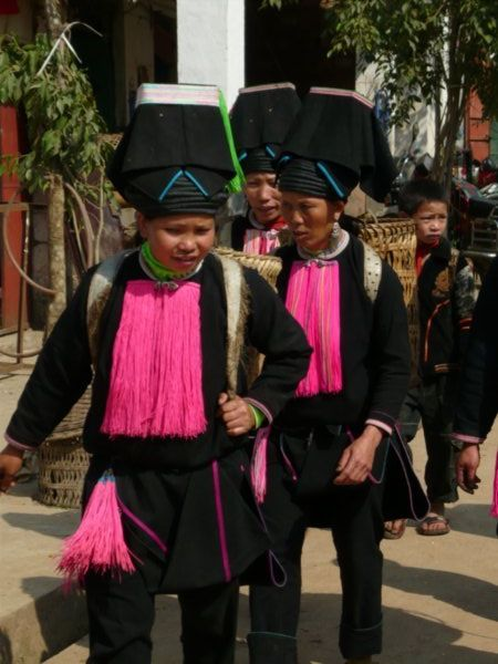 Yao ethnic minority women at Laomeng market, Yunnan Province, South West China